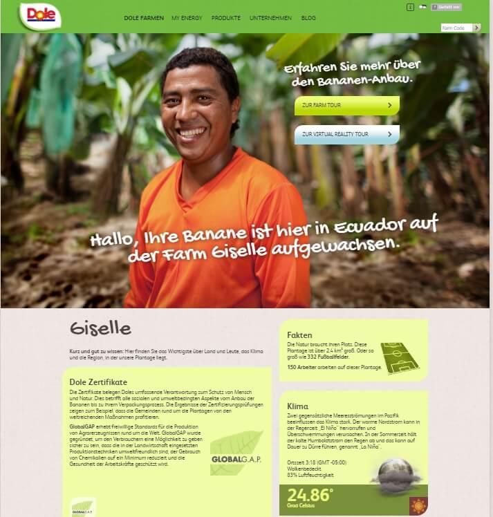Dole muz web sitesinde gülümseyen bir çiftçi.